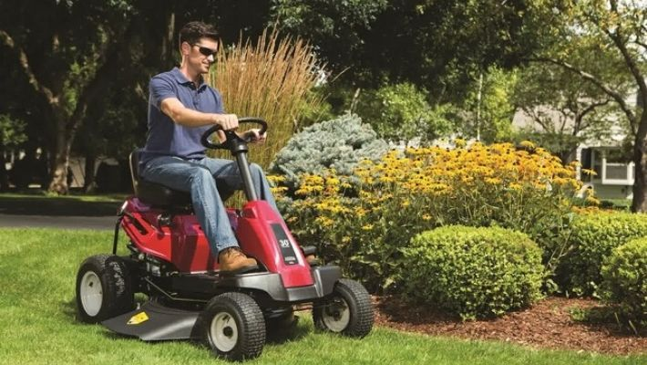 Best Ride on Mowers UK 2021 & Reviews