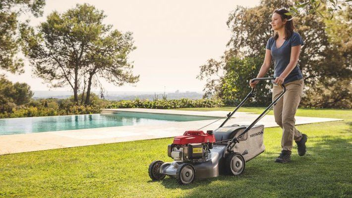 Best Cheap Petrol Lawnmowers UK