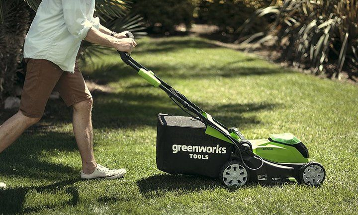 Best Cordless Lawn Mowers UK (Reviews)