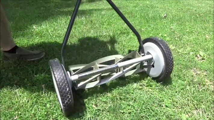 Are Manual Lawn Mowers Any Good?