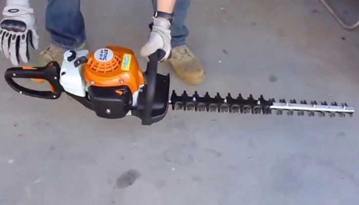 Clean The Air Filter hedge trimmer