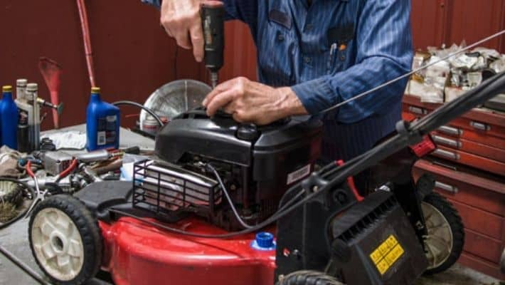 Average Lawn Mower Service Cost In UK